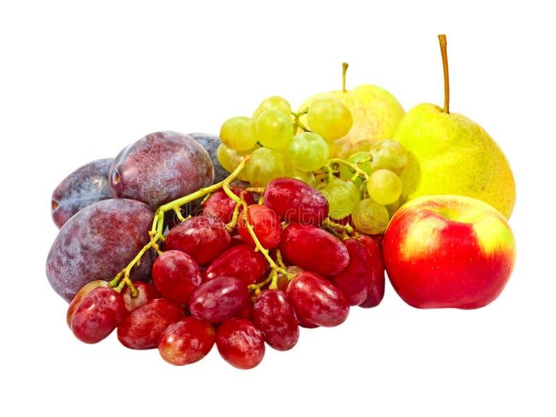 Dojrzałe śliwki, winogrono, jabłka i bonkreta. Odosobniony. obraz stock