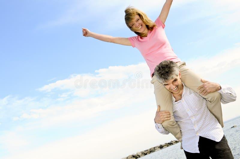 dojrzałe par romantyczne zdjęcie royalty free