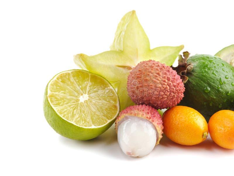 Dojrzałego Soczystego Tropikalnego lato owoc Lychee cytrusa Carambola Sezonowego Kumquat Pasyjna owoc Feijoa Egzotyczny mieszkani zdjęcia stock