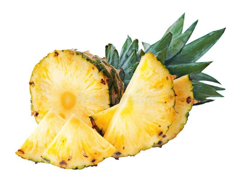 Dojrzały ananas z plasterkami odizolowywającymi na białym tle zdjęcie stock