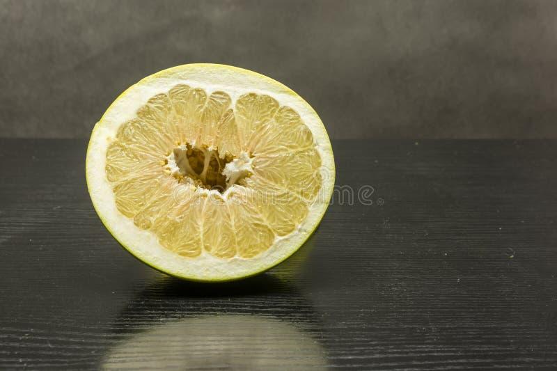 Dojrzały owocowy miąższowy Pomelo obrazy stock