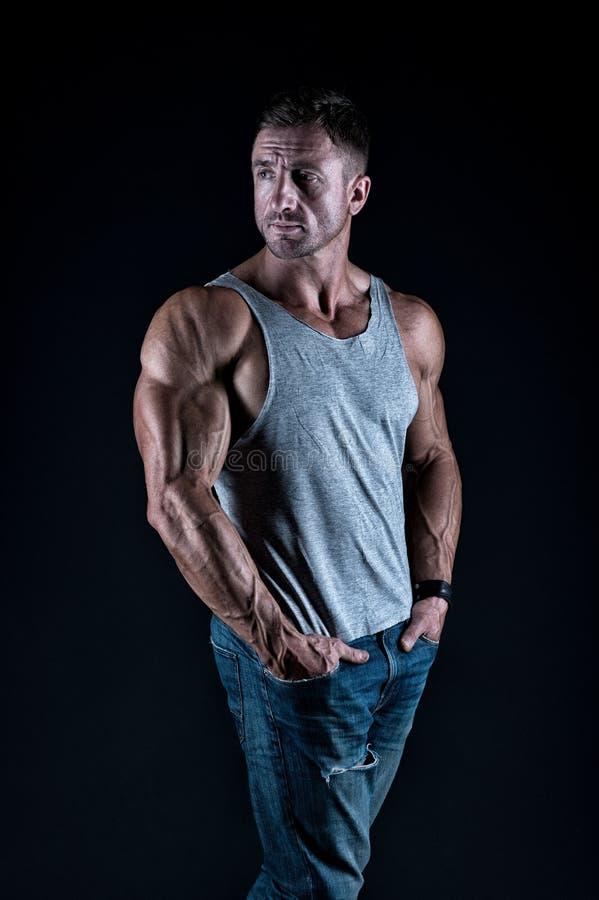 Dojrza?y sportowiec Bodybuilding poj?cie Silny sportowy sprawność fizyczna mężczyzna Bodybuilding szkolenie Si?a i motywacja fotografia stock