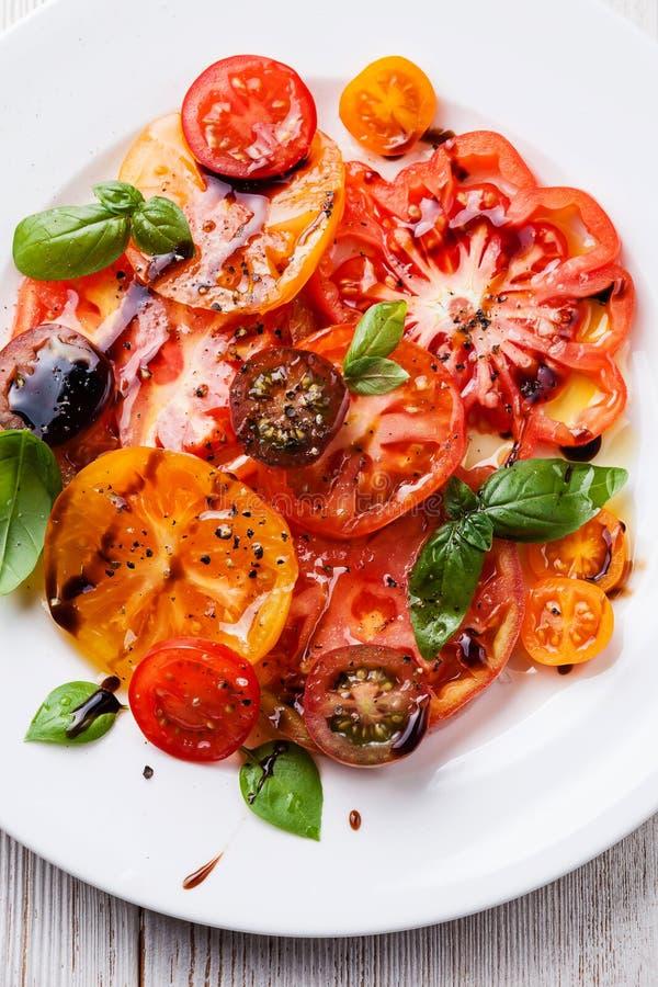 Dojrzali świezi kolorowi pomidory sałatkowi zdjęcia stock