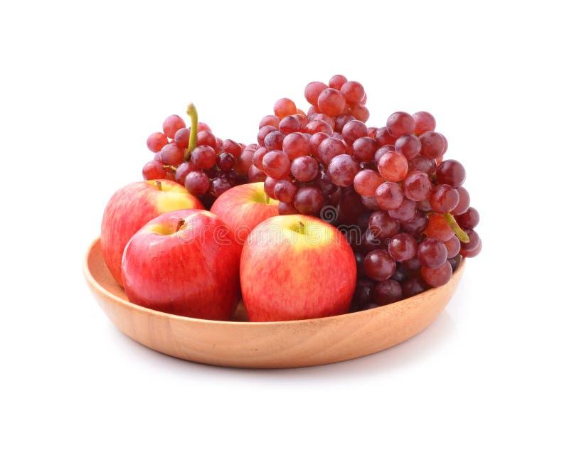 Dojrzali czerwoni jabłka i winogrona na bielu fotografia royalty free