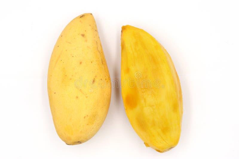Dojrzali mango, żółty mango odizolowywający na czarnym tle fotografia royalty free