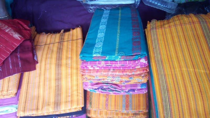Dokhona, il vestito tradizionale della comunità di Bodo fotografia stock libera da diritti