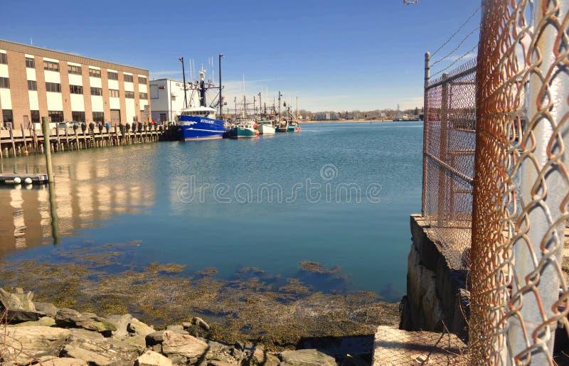 Doki w Portlandzkim Maine, Casco zatoka z ?odziami dokowa? i falochronem, zdjęcia royalty free