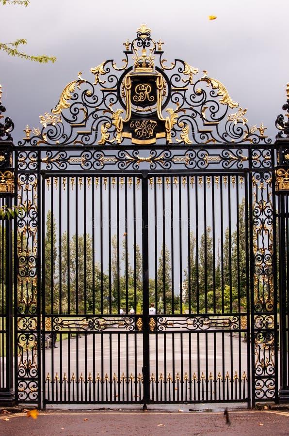 Dokonanego żelaza brama w Regent ` s parku zdjęcie stock