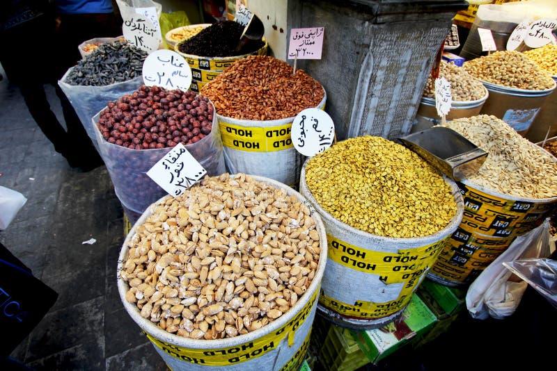 Dokrętki i wysuszony owoc sklep w Teheran wprowadzać na rynek zdjęcia stock