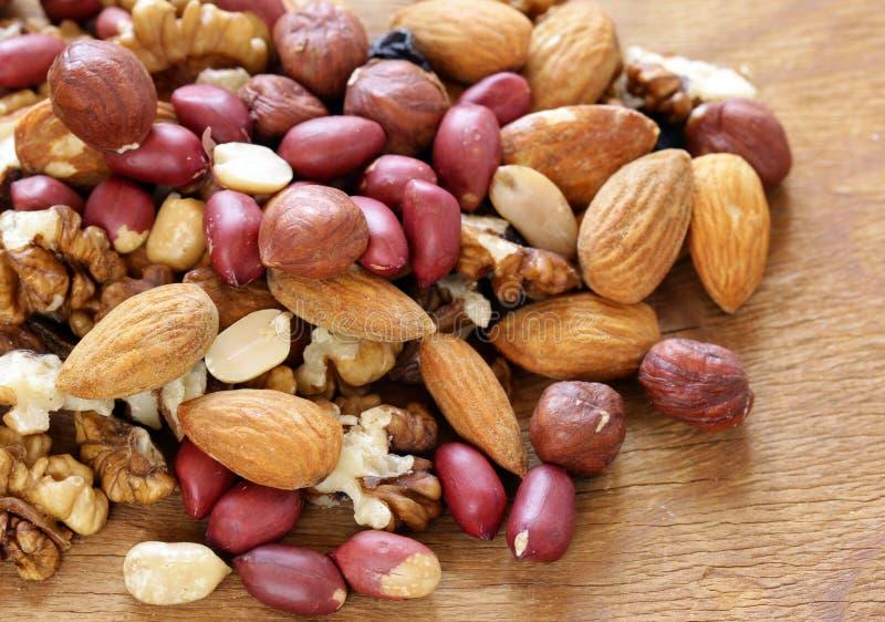 Dokrętki mieszanki orzechy włoscy, hazelnuts, arachidy zdjęcia royalty free