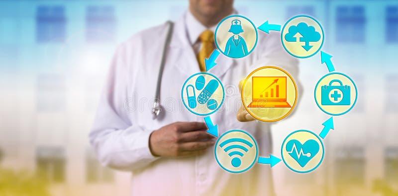 Doktor Combining IT und Gesundheitswesen-Anwendungen stockfotografie