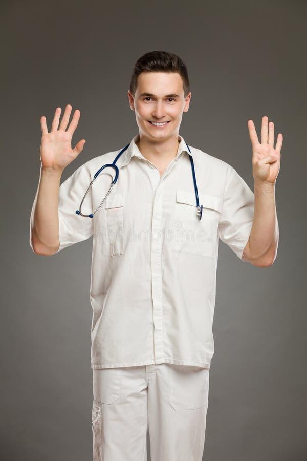 Doktor, der Nr. neun zeigt lizenzfreie stockbilder