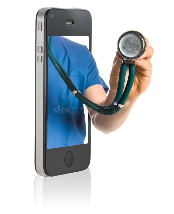 Doktor am intelligenten Telefon lizenzfreie stockfotos