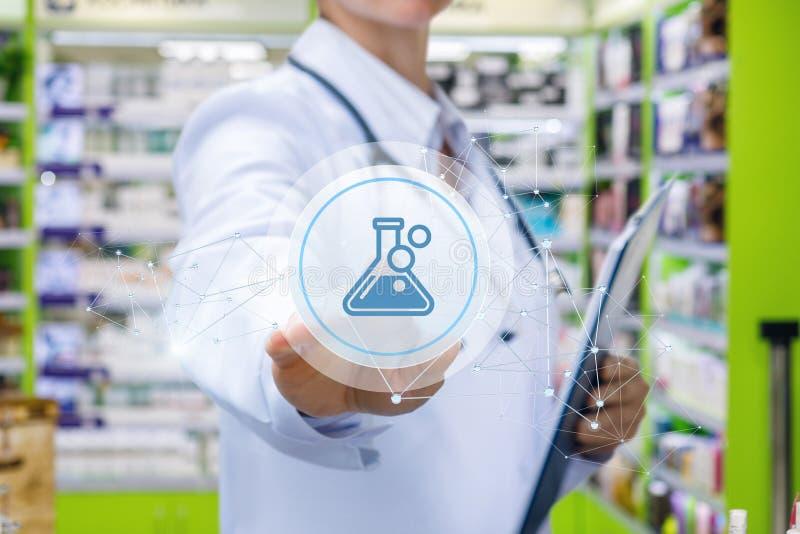 Doktor klickt an die Ikone der Droge lizenzfreies stockfoto