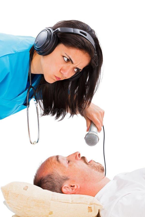 Doktor Listening till att snarka royaltyfri fotografi