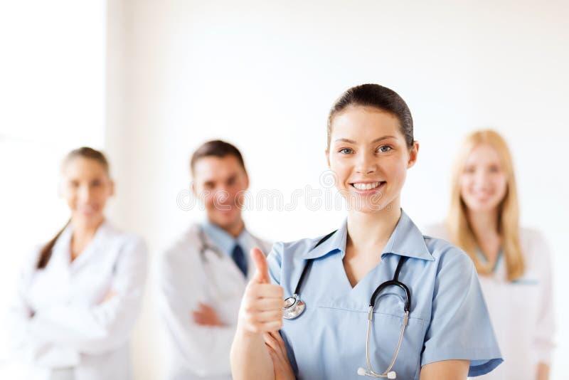 Doktor med gruppen av läkare som visar upp tummar royaltyfria foton