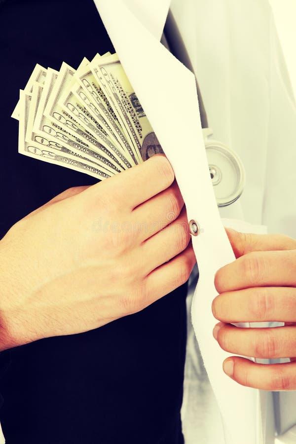 Doktor mit Geld lizenzfreies stockbild