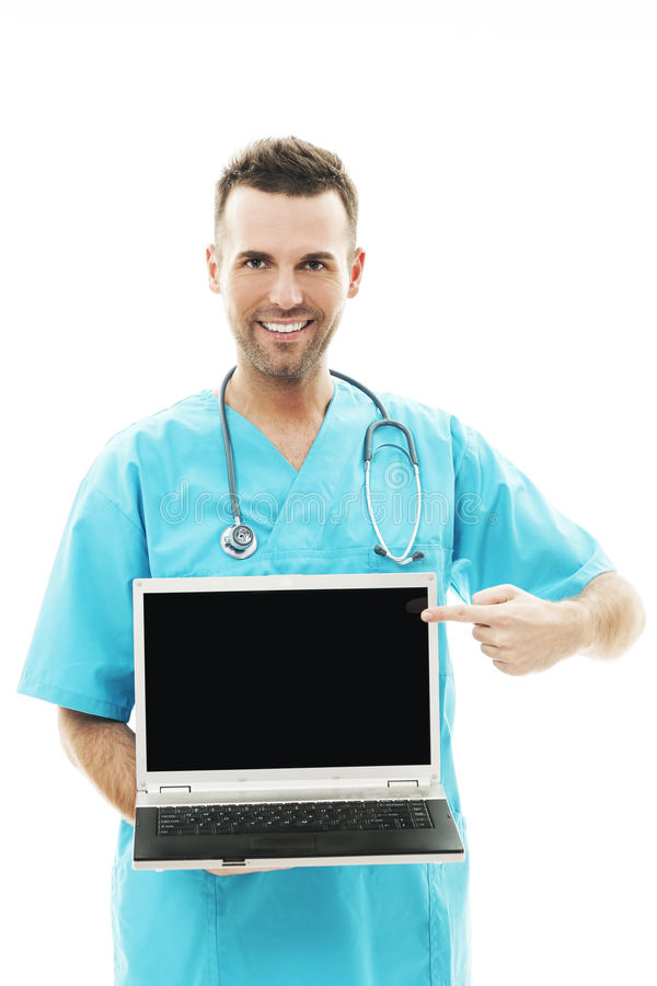 Doktor mit Laptop lizenzfreie stockbilder