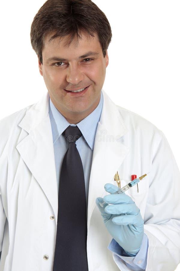 Doktor mit Spritzenadel stockbild