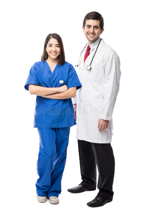 Doktor och sjuksköterska på en vit bakgrund arkivbilder