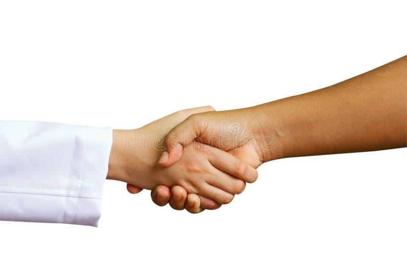 Doktor rüttelt Hände mit einem Frauenpatienten stockfotografie