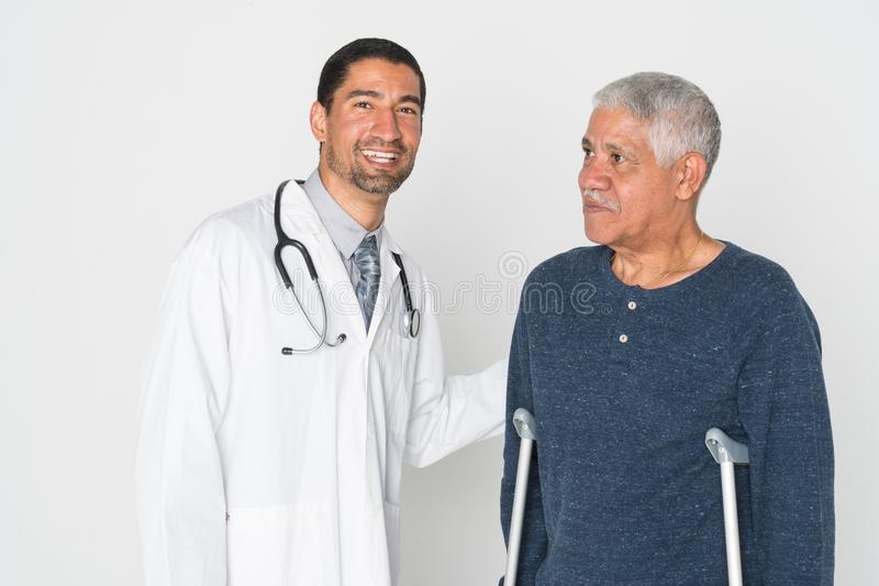 Doktor With Senior royaltyfri foto