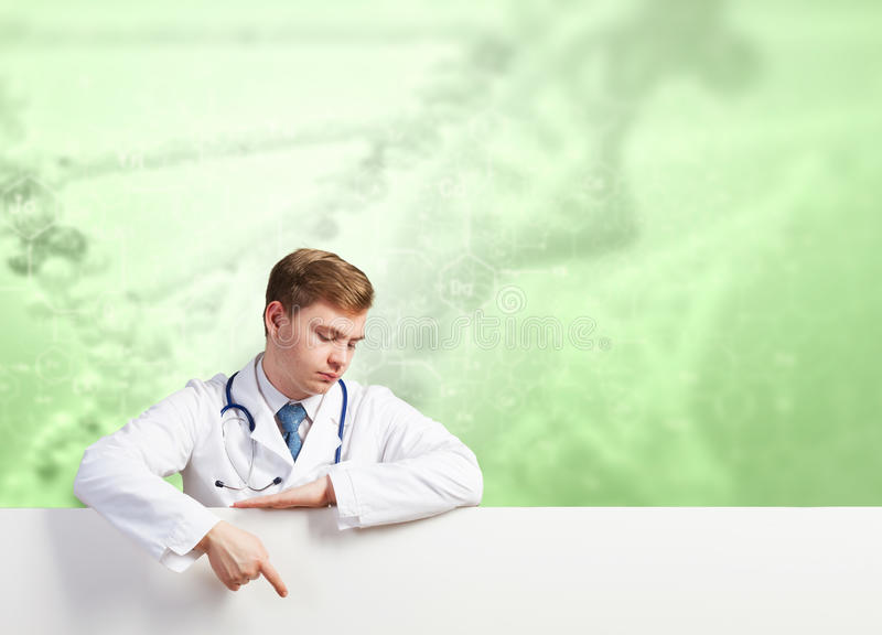 Doktor som framlägger banret arkivfoton
