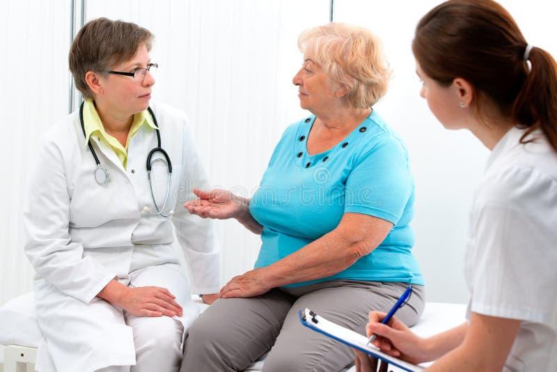 Doktor und Patient stockbild