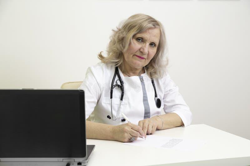 Doktor Writes eine Verordnung stockfoto