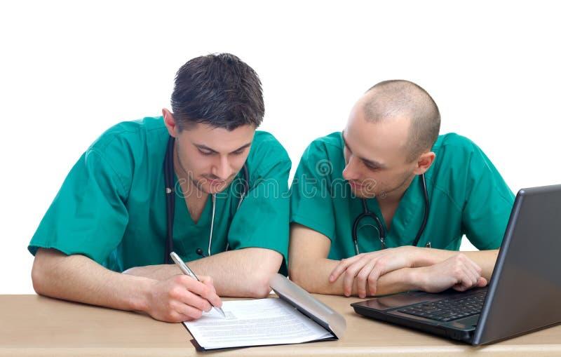 Doktoren im Büro stockbilder