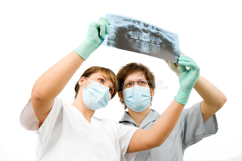 Doktoren mit Röntgenstrahl lizenzfreie stockbilder