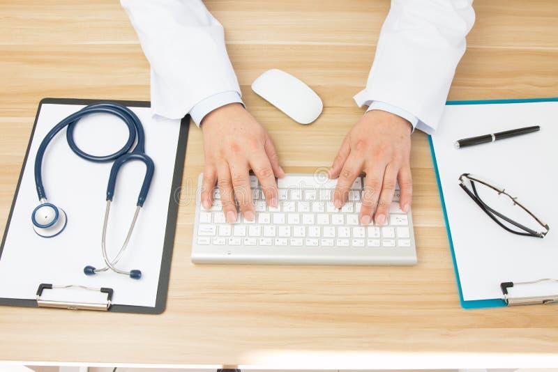 Doktorer på arbete arkivbilder
