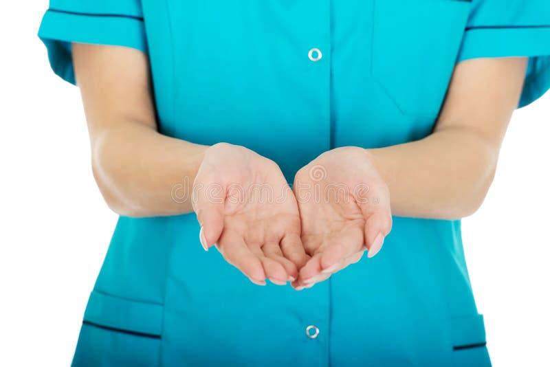 Doktorfrauenhand, die etwas auf Palmen zeigt lizenzfreies stockfoto