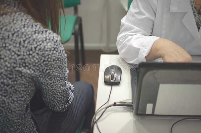 Doktorn för diagnostik av patienten arkivfoto