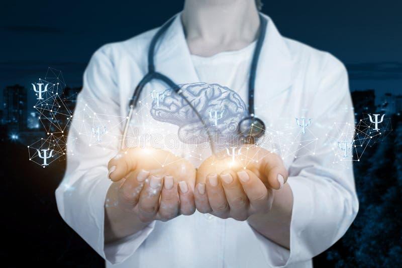 Doktorn undersöker psykena och medvetenheten arkivbilder