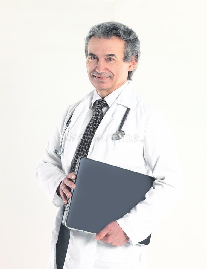 Doktorns terapeut ?r i dokumentmappen bakgrund isolerad white royaltyfria foton