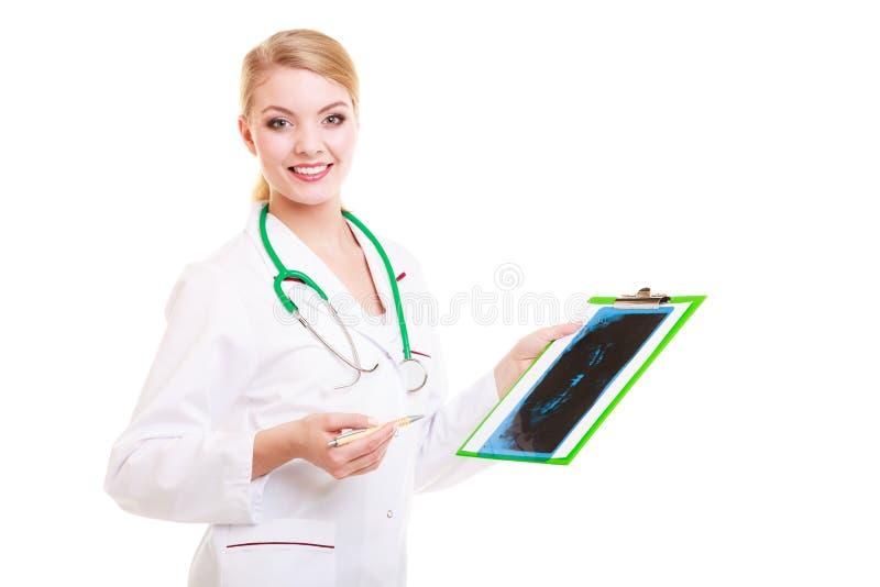 Doktorradiologe, der Röntgenstrahl zeigt medizinisch stockfotografie