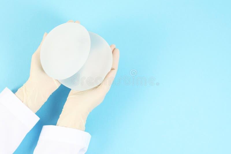 Doktorscy mienie krzemu wszczepy dla piersi augmentacji Chirurgia plastyczna obraz royalty free