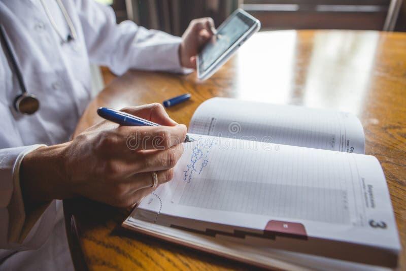 Doktorscy pacjentów rejestry przyjęcie fotografia stock