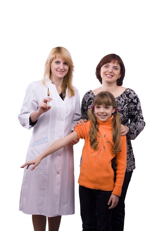 doktorsflicka som little ger injektionen fotografering för bildbyråer