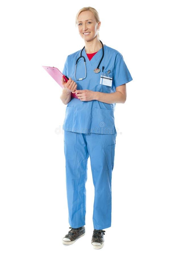 doktorska kobieta folował długości seniora widok zdjęcie stock