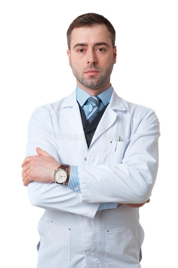 Doktorska samiec z krzyżować rękami odizolowywać na bielu obrazy royalty free