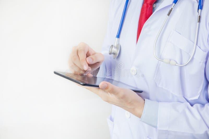Doktorska używa pastylka w białym odosobnionym tle zdjęcie stock