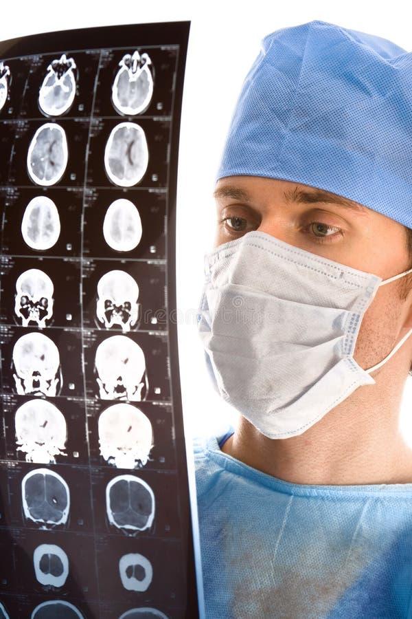 doktorski egzamininuje tomogram zdjęcia stock