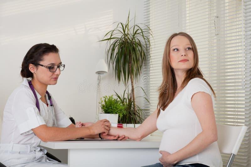 doktorski kobieta w ciąży fotografia stock