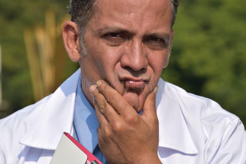 doktorski męski główkowanie zdjęcia stock