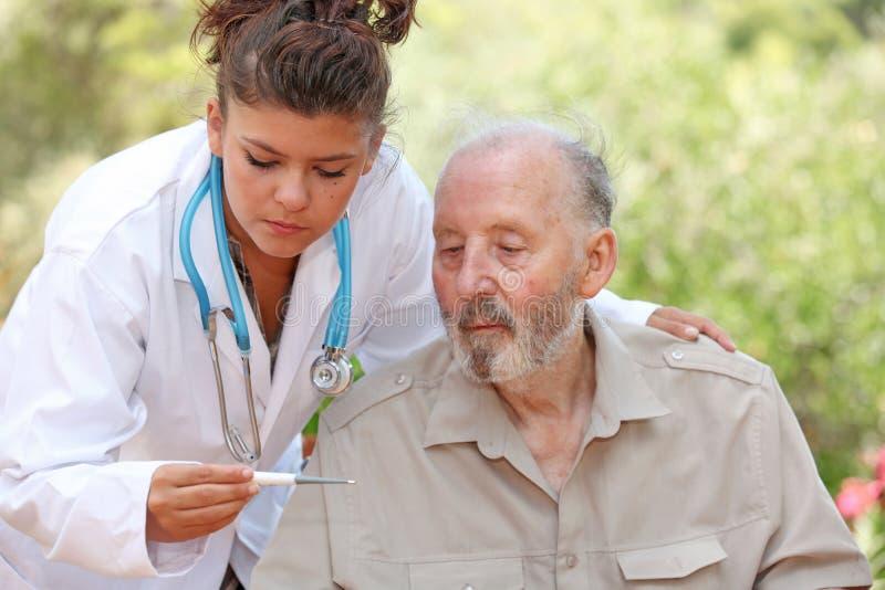 doktorski pielęgniarki pacjenta senior zdjęcie stock