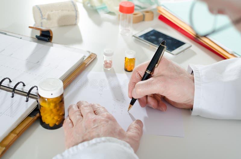 Download Doktorski Recepturowy Writing Zdjęcie Stock - Obraz złożonej z szpital, zdrowy: 57650282