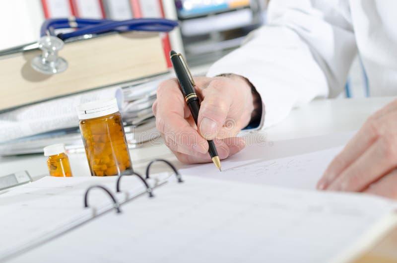 Download Doktorski Recepturowy Writing Zdjęcie Stock - Obraz złożonej z officemates, szpital: 57650446