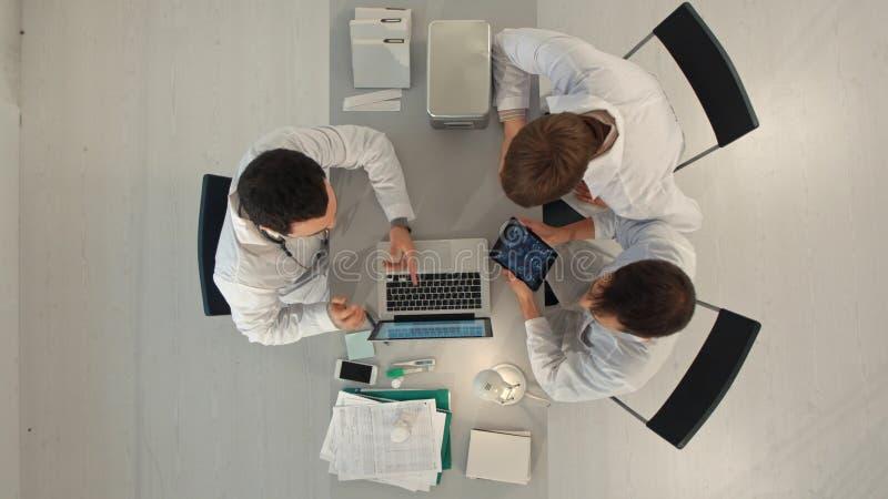 Doktorski spotkanie pracy zespołowej diagnozy opieki zdrowotnej pojęcie Odgórny widok obrazy stock